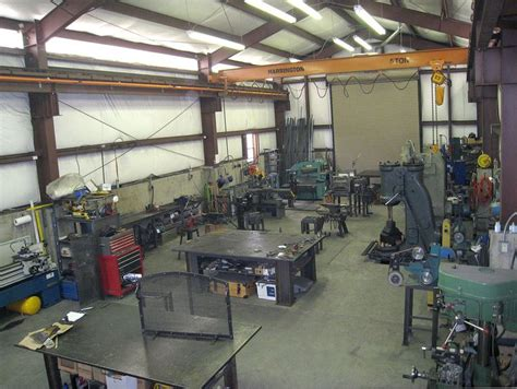 ooh    crane   garage workshop welding