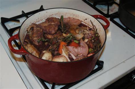 coq cuisine file coq au vin jpg wikimedia commons