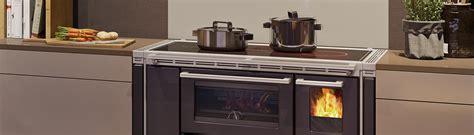 Holzherd Kuche by K 252 Chenherd Holzherd Kochen Und Dabei Heizen