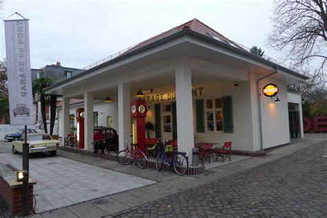 Garage Du Pont An Der Glienicker Brücke In Potsdam Poi