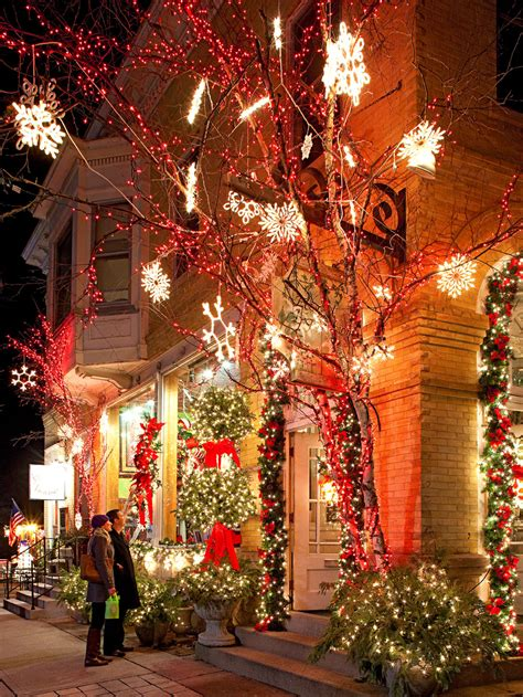 holiday shopping  cedarburg wisconsin midwest living