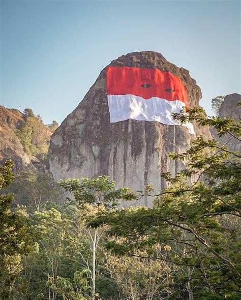 kumpulan foto pengibaran bendera merah putih  tempat