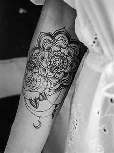 Mandala Tattoo Unterarm : 101 mandala tattoo designs for girls to feel alive ~ Frokenaadalensverden.com Haus und Dekorationen