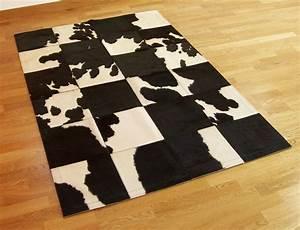 Tapis Peau De Vache Conforama : tapis patchwork en peau de vache noire et blanche ~ Dailycaller-alerts.com Idées de Décoration