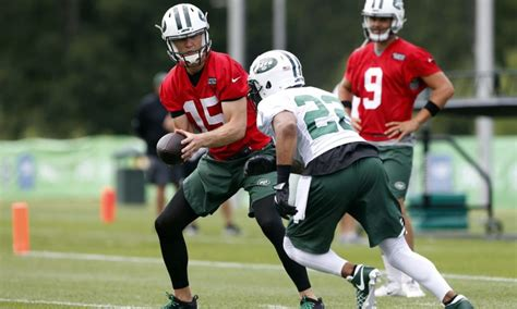 jets quarterback job    mccowns  lose