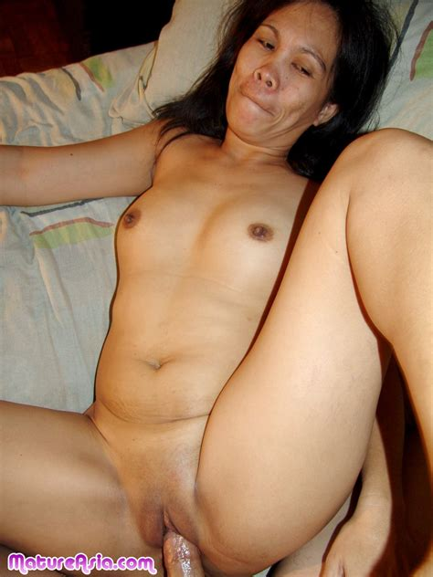 Arleen Amateur Older Cock Sucking Shaved Mature Asian