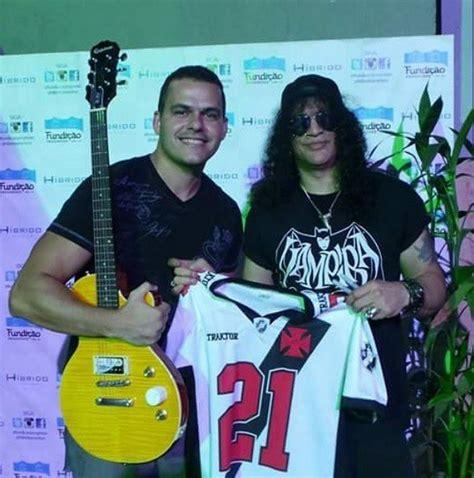 Slash Vasco by Roqueiro Slash Ganha Camisa Do Vasco Patriotas Em Show No