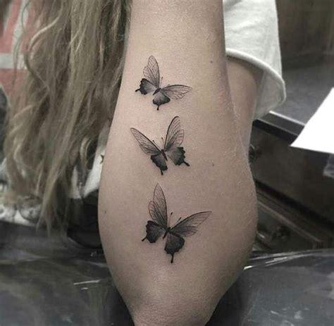 tatouage de femme tatouage papillions noir  gris sur