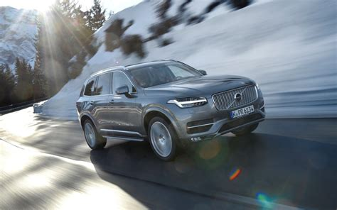 comparison volvo xc hybrid   design   bmw    suv drive