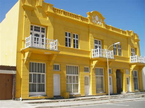 Filegelbes Haus Lüderitzjpg  Wikimedia Commons