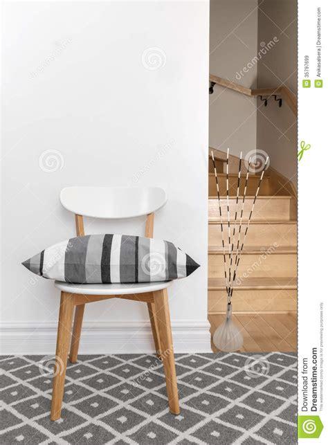 une chaise vide resume une chaise vide avec le 28 images 4 exercices avec une chaise pleine vie chaise california