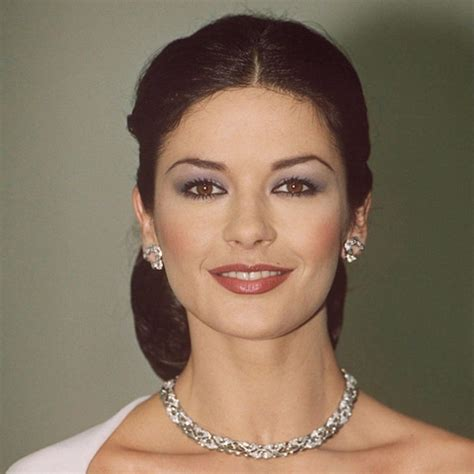 Catherine Zeta Jones At The Mask Of Zorro Premier  The Most Iconic Red Carpet Beauty