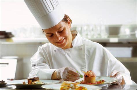 cuisine collective emploi travailler sans diplôme dans la restauration collective cidj