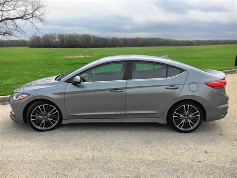 Hyundai Tribune by Review Hyundai Elantra Sport Holds Its Own Against Honda