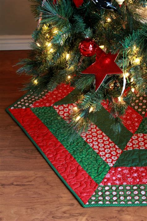 bright corner holly jolly christmas tree skirt pattern