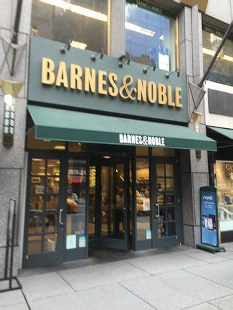barnes noble new york ny barnes noble bookstore cafe new york city midtown