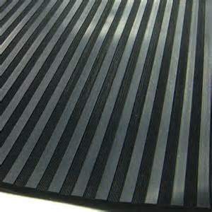 Tapis Protection Sol Garage by Tapis De Sol En Caoutchouc Noir Stries Larges