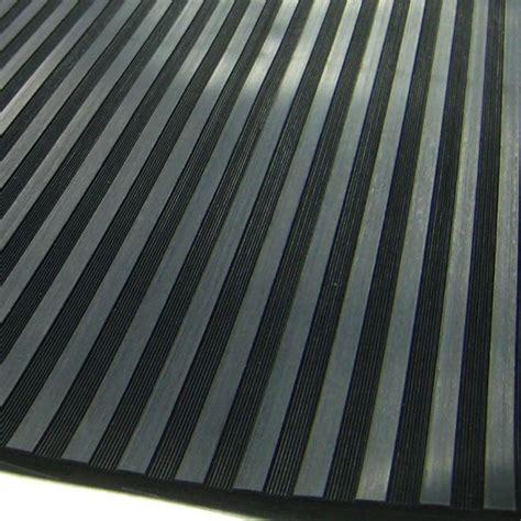 tapis de sol auto en caoutchouc noir 233 pais stries larges stries fines comptoirauto