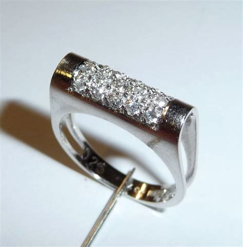 bague moderne or blanc bague moderne en or blanc avec diamants en taille brillant 0 25 carat catawiki