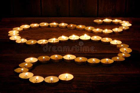 Meditazione Candela by Candele Di Meditazione Emettono Luce In Percorso