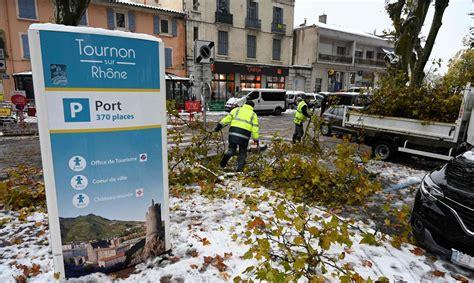 Francijā spēcīgā sniegputenī gājis bojā cilvēks ...