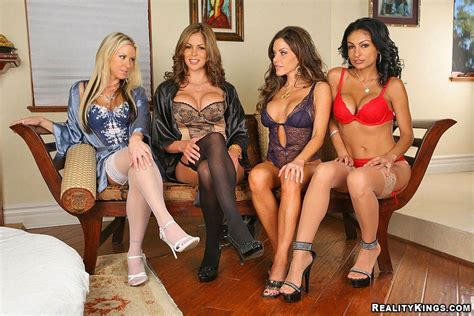 [cfnm secret] persia and her friends banged her neighbor