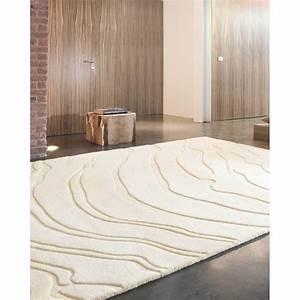 tapis beige creme en laine a reliefs create par ligne pure With tapis chambre bébé avec fleur coupée en ligne
