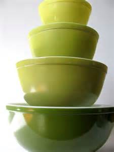 Verde Pyrex Vintage Mixing Bowl Set