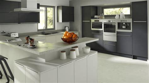 cuisine blanc et grise cuisine gris anthracite 56 idées pour une cuisine chic