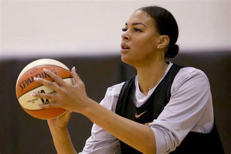 Avec l'australie, elle remporte la médaille de bronze lors des jeux olympiques de 2012. Liz Cambage doubtful for Las Vegas Aces' season opener ...
