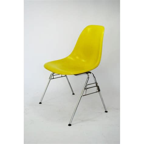 chaise eames bascule chaise eames fibre de verre 28 images the s