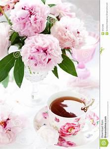 Pfingstrosen In Der Vase : rosafarbene pfingstrosen und tasse tee lizenzfreies stockbild bild 18121596 ~ Buech-reservation.com Haus und Dekorationen