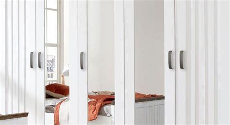 Weißer Kleiderschrank Im Landhausstil Mit Spiegeltüren Bad Vorhang Stange Winnie Pooh Dachschräge Schiebe Thermo Tür Mädchen Joop Regal Mit