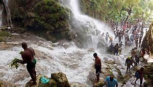 Un Saut D Eau : haiti voodoo festival at saut d eau waterfall photo ~ Dailycaller-alerts.com Idées de Décoration