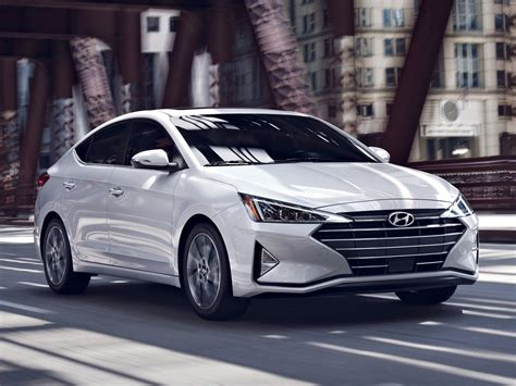BS6 Hyundai Elantra diesel launched in India, price starts ...