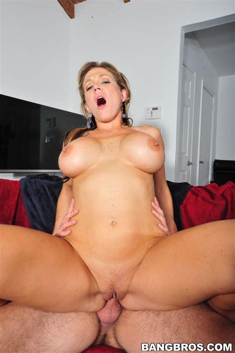 Slim Brunette Is Showing Her Massive Boobs Photos Nikki