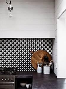 Carreaux De Ciment Noir Et Blanc : cr dence cuisine en 47 photos id es conseils inspirations ~ Dailycaller-alerts.com Idées de Décoration
