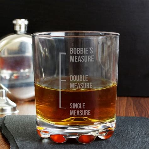 measures engraved whiskey glass find   gift