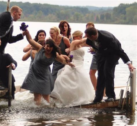 Here Comes the Awkward! 14 Funny Wedding Pictures! | Team ...