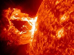 Space Pictures This Week: Sun Tsunami, Hubble Spider, More ...
