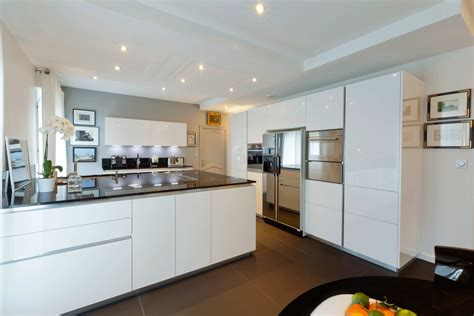plafond de cuisine design cuisine pourquoi faire un faux plafond idkrea rennes
