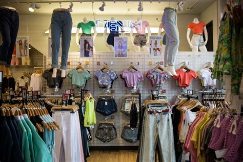 American Apparel bankruptcy: Clothing retailer files for ...