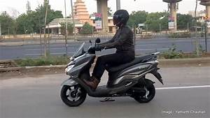 Scooter Burgman 125 : suzuki burgman scooter caught on video while out for tvc shoot ~ Medecine-chirurgie-esthetiques.com Avis de Voitures