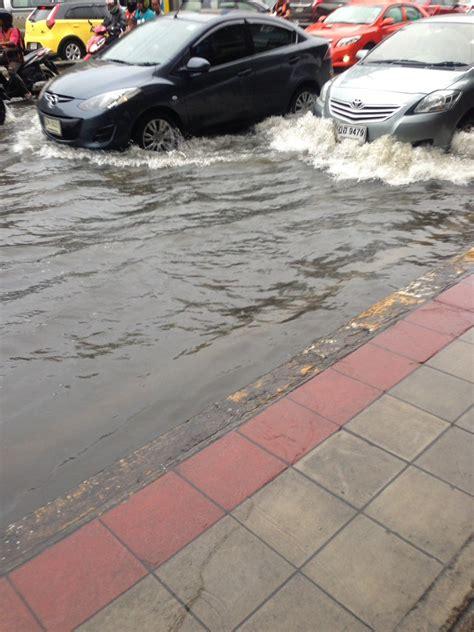 ฝนป่วนกรุง! ท่วมหนักหลายพื้น การจราจรเป็นอัมพาต : PPTVHD36