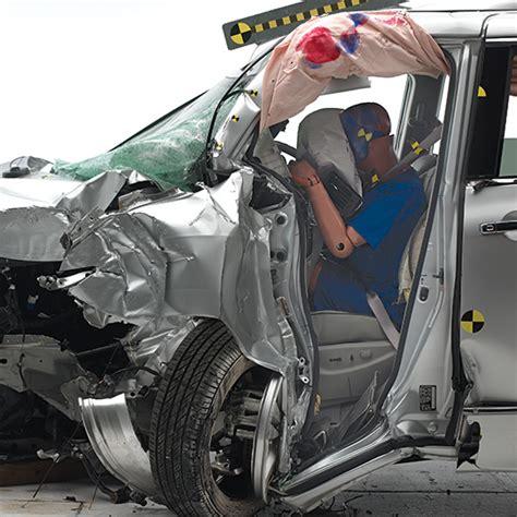 Minivans Crash Test by 3 Minivans Dire Crash Test Results