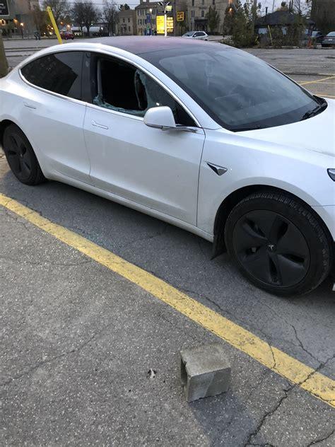 Get Tesla 3 Drives Itself Pictures