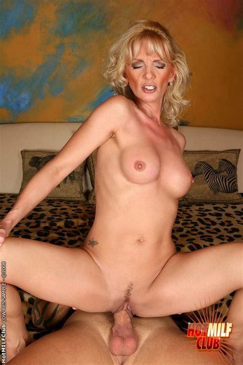 Sexy Blonde Mature Riding On A Stiff Wiener Pichunter