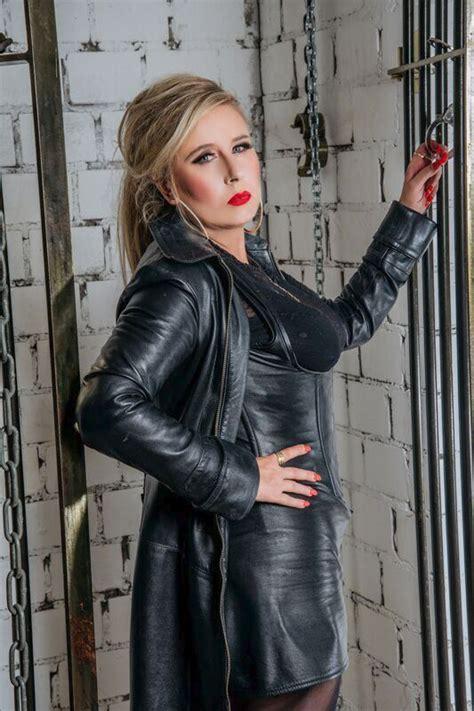 Miss Dana Diabolo - Domina im BDSM- & Dominastudio Kinky ...