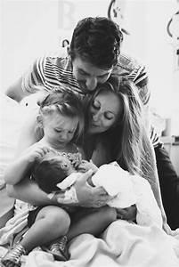 Geschwister Fotoshooting Ideen : idee inspiration f r ein familienfotoshooting alle kuscheln zusammen fotoshooting familie ~ Eleganceandgraceweddings.com Haus und Dekorationen