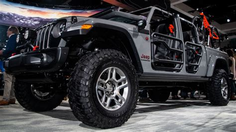 Lift Kit For 2020 Jeep Gladiator by Here S What The 2020 Jeep Gladiator Looks Like With